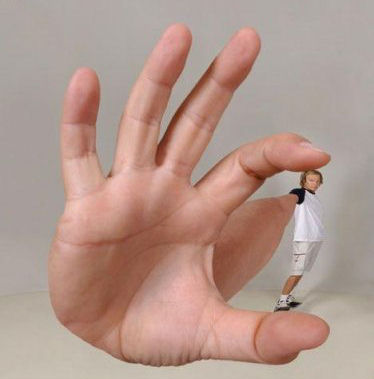 giant hand optical illusion